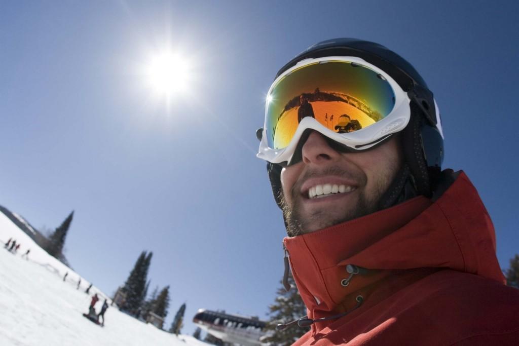 Sportswear guy in ski goggles in the snow